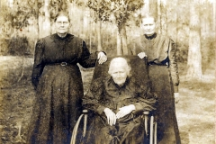 Left to right: Keziah Knight, Elizabeth Knight Sirmans, Mary Knight Ray.